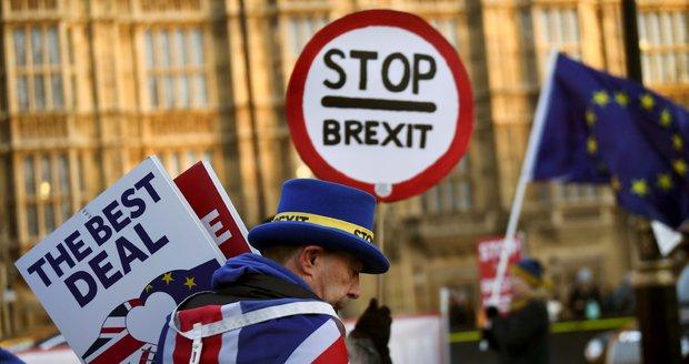Ministři na tajném jednání chtěli odložit brexit. Hranice mají hlídat kamery?