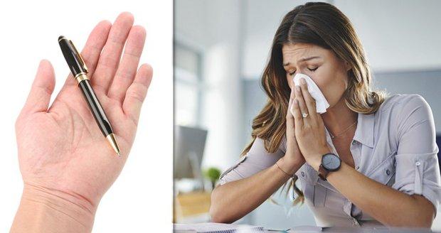 """Na Česko se řítí chřipka. Experti: """"V MHD si nechte rukavice a noste vlastní propisku"""""""