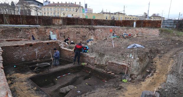 Brňané nechodili nahatí! Archeologové našli na Dornychu pravěký tkalcovský stav