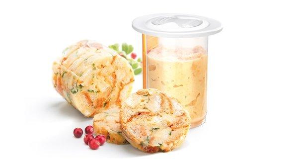 V unikátní formě na knedlíky DELLA CASA připravíte snadno a rychle domácí knedlíky vařené v páře nebo v mikrovlnné troubě, www.tescoma.cz, 199 Kč