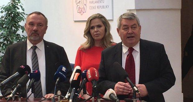 """""""Perverzní a zbožné přání KSČM."""" Zdanění církevních restitucí čelí kritice Senátu"""