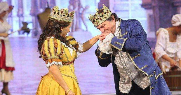 Král Pavel Trávníček a královna Dana Morávková v muzikálu Tři oříšky pro Popelku.