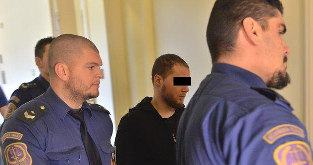Muž ze Slovenska, v jehož pražském bytě policie objevila chemikálie k výrobě výbušniny a návodná videa, čelí obžalobě z přípravy teroristického útoku a z propagace hnutí směřujícího k potlačení práv a svobod člověka, uvedl dozorující státní zástupce Martin Bílý.