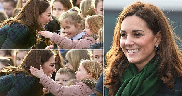dc16dd0a1a00 Vévodkyně Kate Middleton laškovala! Inspirace od Meghan Markle ...