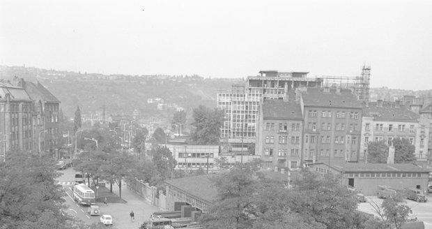 Hasičská stanice v Holešovicích na historickém snímku.