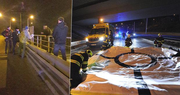 Boj o život v Praze 8: Muž chtěl skočit z mostu, vyjednavač ho odrazoval víc než hodinu