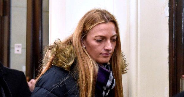 Petra Kvitová opouští budovu Krajského soudu V Brně.