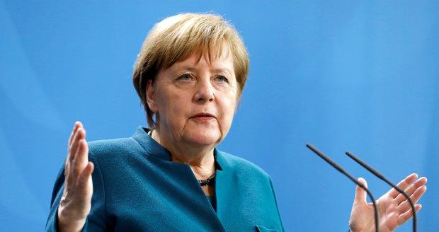 Němci chtějí, aby je Merkelová vedla až do roku 2021. Její nástupkyni nevěří