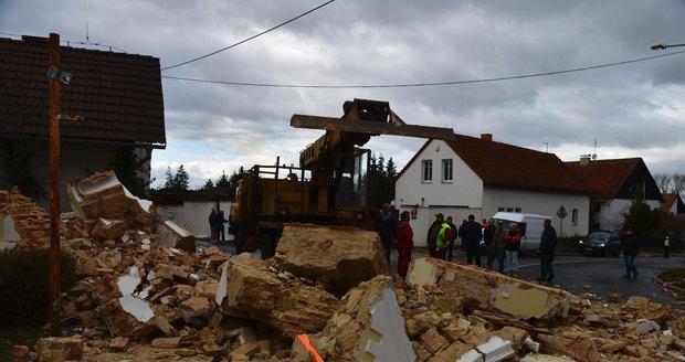 Kapličku v Sobíně zničil 12. února náklaďák, museli ji strhnout.