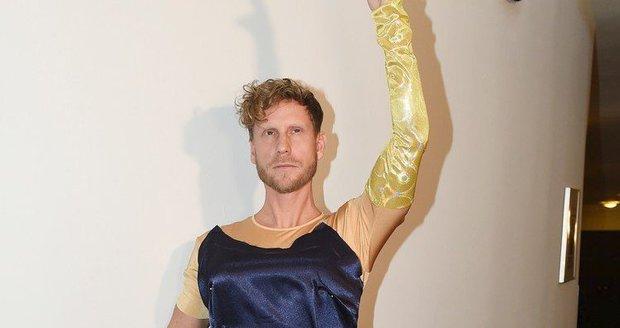 Jaromír Nosek na zkoušce kostýmů k novému muzikálu Kvítek Mandragory