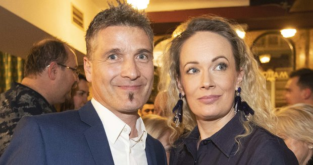 Alena Antalová na premiéře s manželem