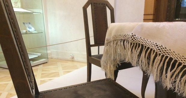 U tohoto stolu sedávala nejstarší dcera Tomáše Garrigue Masaryka - Alice Masaryková.