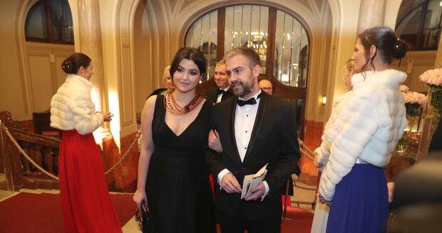 Celeste Buckingham s partnerem na Česko-Slovenském plese