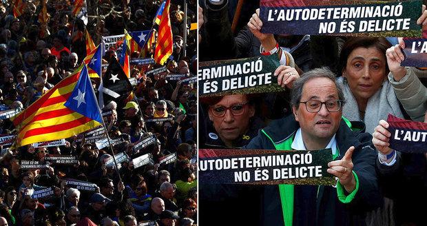 """""""Hlasovat není zločin."""" V ulicích Barcelony demonstrovalo 200 tisíc lidí za souzené politiky"""