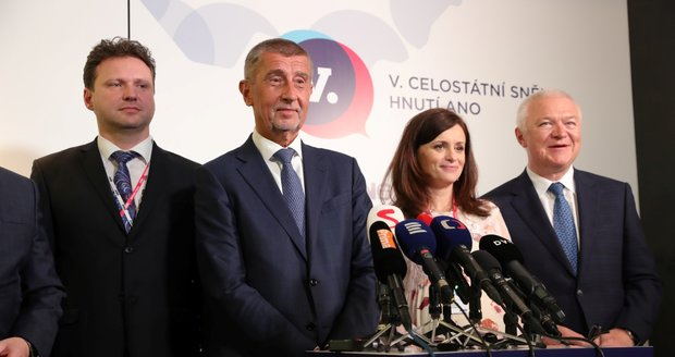 Babiš je opět šéfem ANO, našel 13 odpůrců: Hádky s mluvčí a zlost u Čapího hnízda