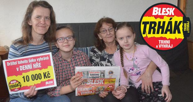 Výhra ve hře Trhák byla kolektivním dílem žen z rodiny Pěnčíkových. Babička Marie noviny vybrala, vnučky Magdalena a Kateřina odtrhávaly soutěžní kupon a maminka Jaroslava poslala kód do soutěže.