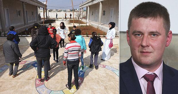 """""""Odskákali konflikt,"""" tvrdí Petříček o syrských sirotcích. V Česku by je přijal"""