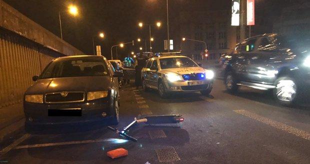 Namol opilý mladík jel na koloběžce, nezvládl řízení a skončil v nemocnici.