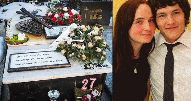 Smutek, nespočet svící a květin. Od vraždy Kuciaka (†27) uplynul rok, lidé vzpomínají u jeho hrobu