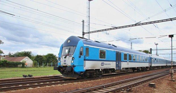 Drama na Vysočině: Vlak s 11 cestujícími jel bez strojvedoucího! Pasažéři propadli panice