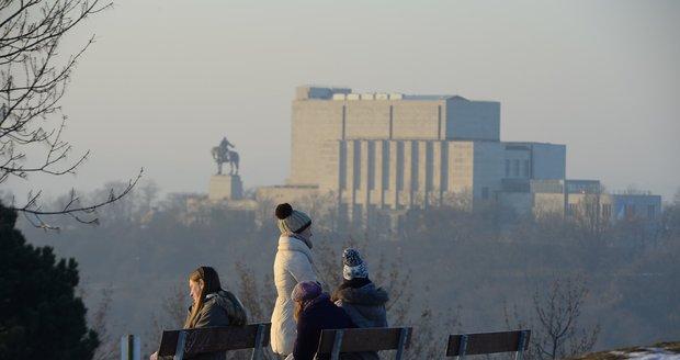 V zimě trápí Pražany smog z automobilů.