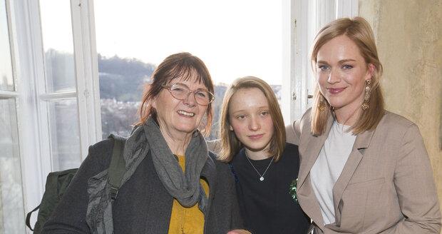 S vnučkou Miou (13) a dcerou Ester na křtu její knížky.