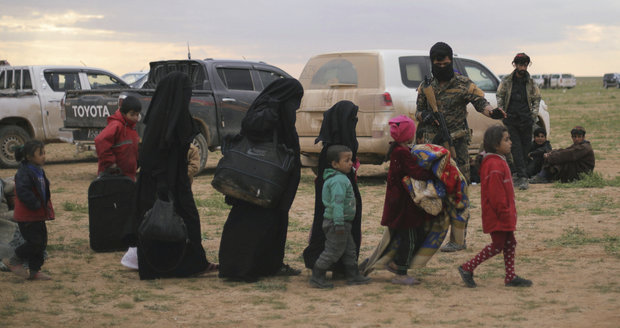 Německo přijme děti teroristů ISIS. V syrských uprchlických táborech umírají