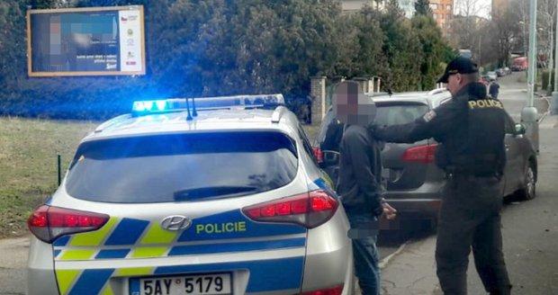 V Uherském Hradišti zadrželi nebezpečného hledaného cizince, v Česku se skrýval dlouhou dobu