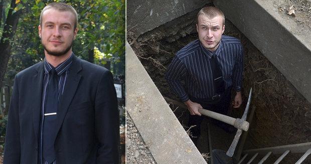 Hrobníci už nejsou opilí vágusové, říká Jiří. Jámu plnou kostí kope i 18 hodin