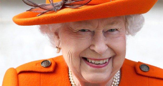 Královna navštívila vědecké muzeum v Londýně. Hýřila dobrou náladou a úsměvy rozdávala na všechny strany.