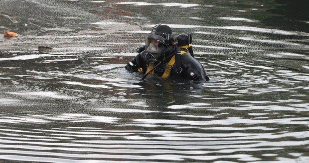 Řeka Svitava u Pastrnkovy ulice. Tady objevil ve středu pejskař mrtvolu v řece.(Ilustrační foto)