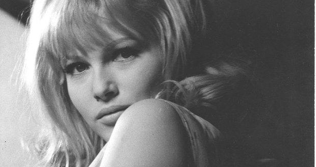 Krásná Olinka v komedii Václava Vorlíčka Kdo chce zabít Jessie z roku 1966.