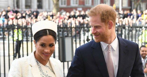 Meghan Markle a princ Harry přicházejí do Westminsteru