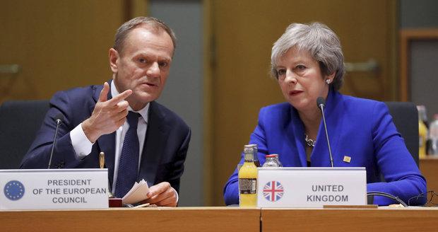 Mayová žádá odložit brexit do 30. června. A ve Sněmovně nad hlavou jí prasklo potrubí