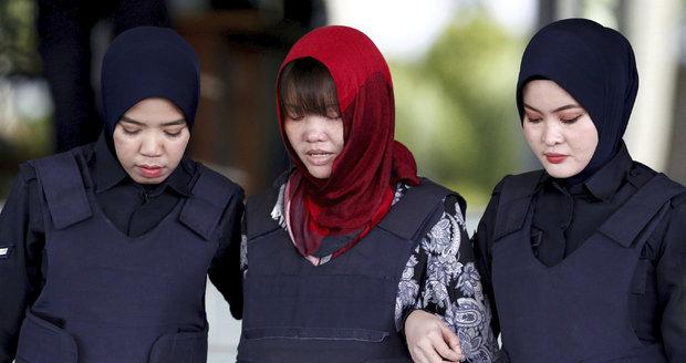 Vietnamka obviněná z vraždy Kimova bratra zůstane za mřížemi. Proč druhá žena ne?