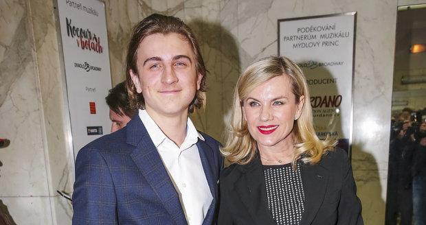 Artur Šípek se svou matkou Leonou Machálkovou
