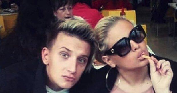 Charlotte Štiková s přítelem Ivkem se otrávili jídlem v bistru.