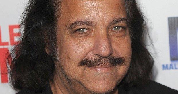 Ron Jeremy je známý pornoherec.