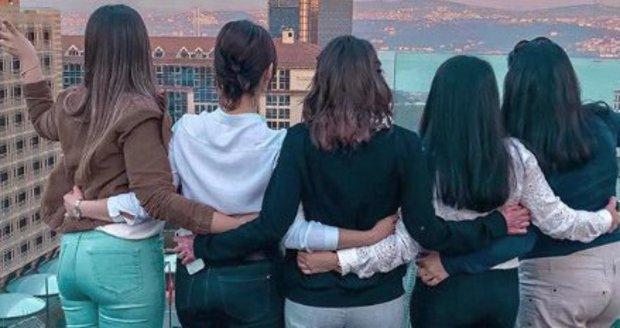 Týnuš Třešničková s ženami, které jí pomáhají se zotavit