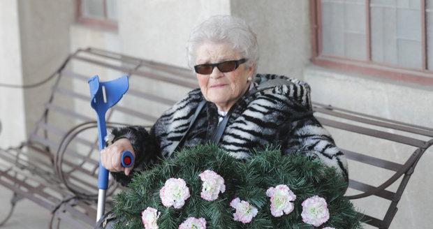 Poslední rozloučení s Aťkou Janouškovou.
