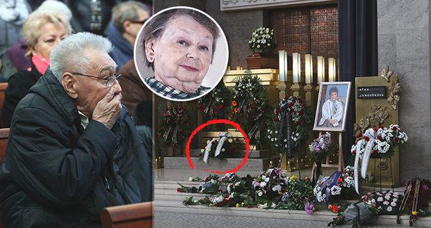 7cbc52434 Pohřeb Aťky Janouškové (†88): S knězem z rakouského kláštera!   Blesk.cz