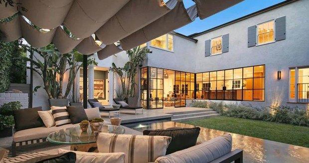 Nové bydlo Justina Biebera a Hailey Baldwin - dechberoucí venkovní terasa.