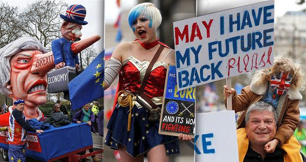 Výhrůžky smrtí i obří odpor proti brexitu: Stovky tisíc lidí na pochodu za nové hlasování