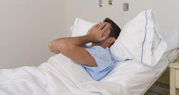 Pacientovi s rakovinou vzali zdravou část střev: Nemocí zasaženou nechali v těle!