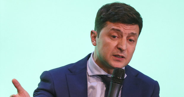Prezidentem Ukrajiny bude možná komik Zelenskyj. Hlavu státu si už zahrál