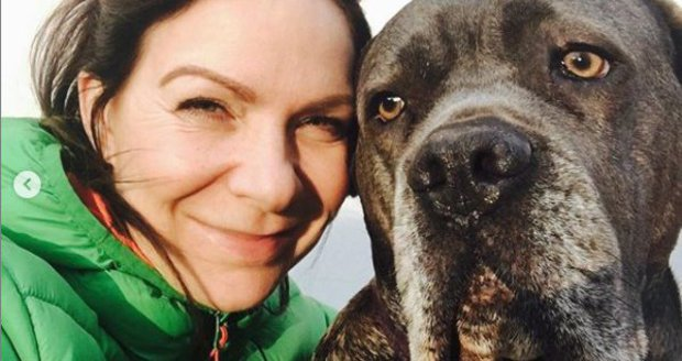 Zpěvačka Anna K. se svým psem Tondou.
