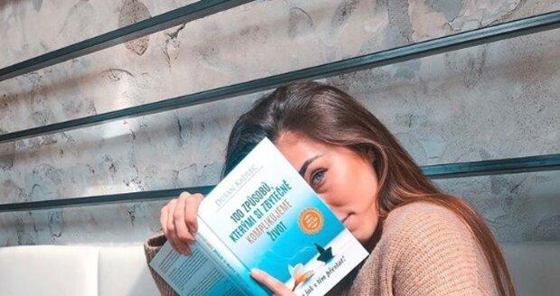 Michaela Habáňová se snaží odhalit 100 způsobů, kterými si zbytečně komplikujeme život, a učí se, jak s tím přestat.