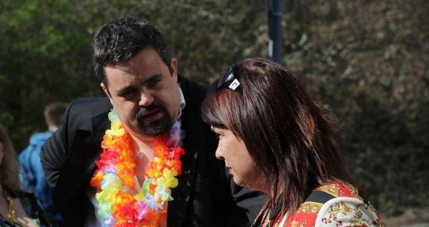 Pohřeb Daniela Nekonečného: Zuzana Kardová a Pavel Novotný