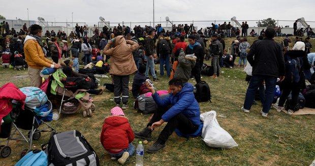 """Kypr se """"prohýbá"""" pod návalem migrantů. Houfně pronikají i do evropské části"""