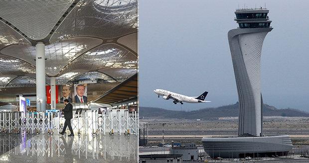 """""""Velký třesk"""" před dovolenými v Turecku: Letecké společnosti zamířily na obří letiště"""
